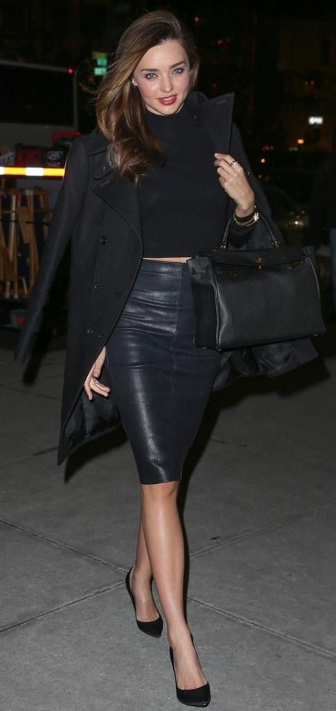 La jupe en cuir de Miranda Kerr !